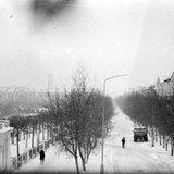 Ул. Дзержинского (фото из окна: пр. Ленина, 23-26, 2-й этаж), предположительно, зима 1975...76.