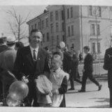 Саров Крылов Е.М.и дочь Наташа (г.р.1953) проспект Мира