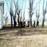 Солдаты убирают стадион